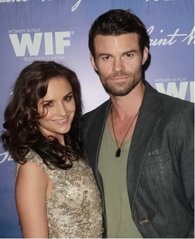 Congratulations to Rachel Leigh Cook and husband Daniel Gillies. Rachel is pregnant with the couple's first child!!