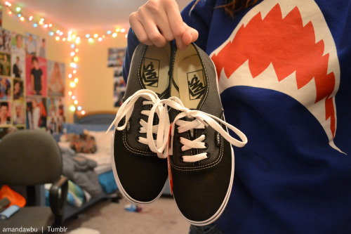 amandawbu:  got new vans today!