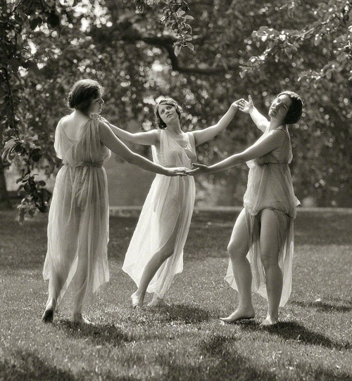 """(via Sisters of the Sun: 1929[detail] 