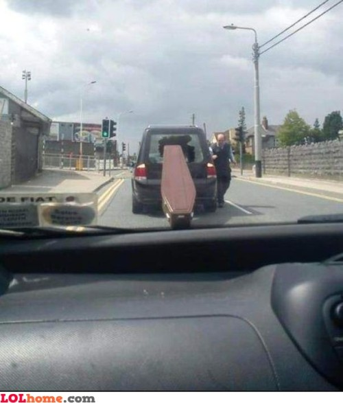 lolfactory:  Runaway coffin- funny tumblr pictures