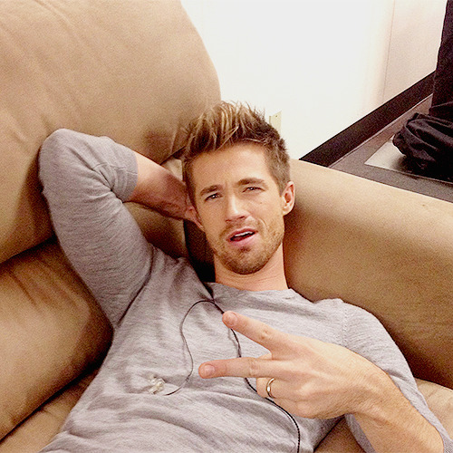 josiahhawleyfan:  please follow if your a fan of Josiah Hawley! :)