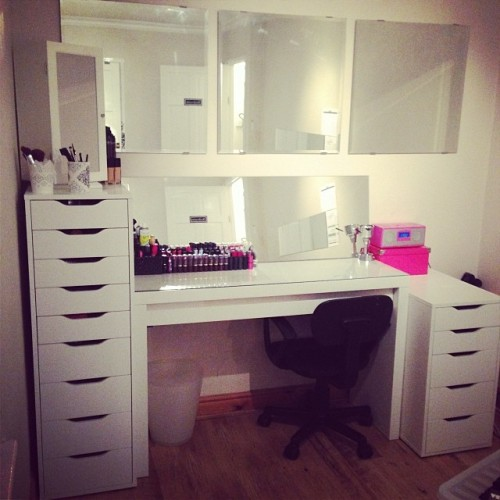 Gallery images and information: Tumblr Makeup Vanity