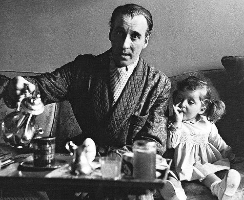 annaeschscholzia:  Christopher Lee and daughter photographed by Larry Shaw, London 1966