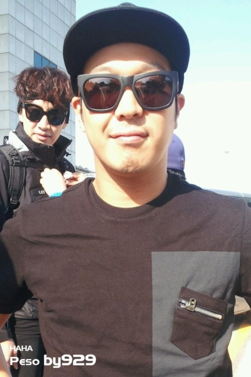 giraffekwangsoo:  [PHOTO] Sunglasses sponsor pic - HaHa feat. Lee Kwang Soo  Cr BY929 http://blog.naver.com/csw0518/10168770308 Via @mante7 (Twitter)  ^_____^