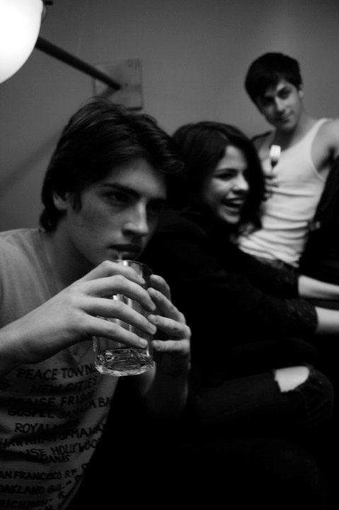smg-news:  Rare photo of Selena, David Henrie, and Gregg Sulkin