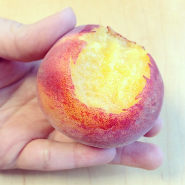 First bite of the first peach of the season! So incredibly good. Fresh from the Ferry Building farmers market from Blossom Bluff Orchards. #vegan #organic #whatveganseat #cuesa #peach #vegansofig #veganfoodshare #foodporn  #sanfrancisco  (at Ferry Plaza Farmers Market)
