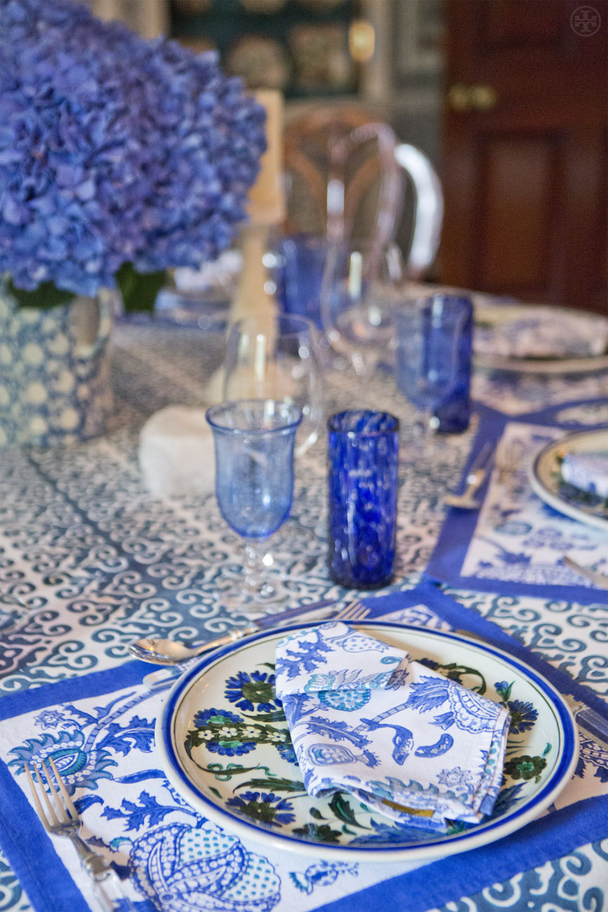 B is for Blue A cheerful and bright alternative for an Easter table setting. Pattern plays — like this mix of florals, abstract graphics and arabesque swirls — add depth and dimension. Photo by Noa Griffel Read more…