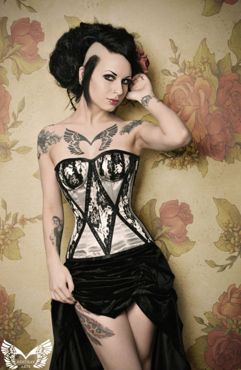 everythingcorsets:  Miss Zylphia by ~AshtrayheartRomina