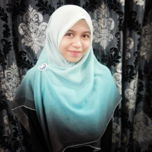 Alhamdulillah. My sister decided to start wearing tudung labuh. So beautiful. MasyaAllah. I'm one proud sister! :')