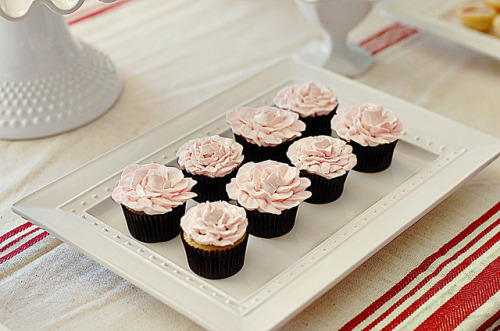 winchesterlies:  mini rose cupcakes by L' Atelier Vi on Flickr.