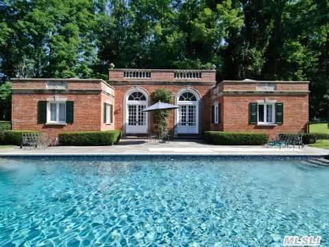 thefoodogatemyhomework:  Perfect rectilinear neo-Georgian style poolhouse in a fabulous 1960s estate on the north shore of Long Island.