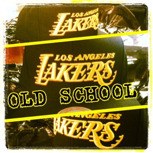 GOT A NEW LA LAKERS HAT THT SHIT LOOKS DOPE