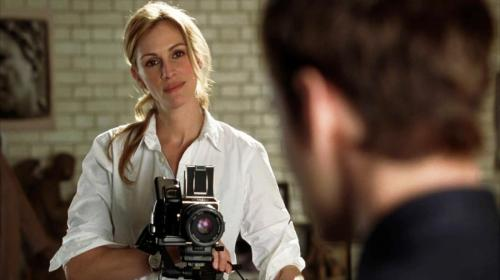 Foto do dia: © Columbia Pictures. Julia Roberts fotografando Jude Law com a Hasselblad no filme Closer, 2004.