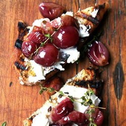 Roasted grapes and ricotta #yum #grapes #ricotta