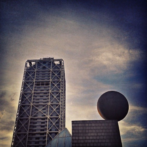 #architecture #architectureporn #art #triangle #sphera #city #sky #clouds #new #villaolimpica #glass #lines #light  (presso Vila Olímpica)
