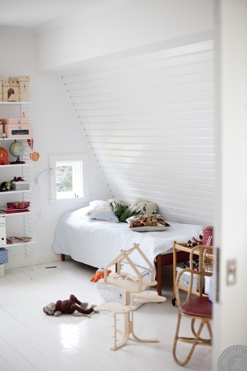 attic kids room (via The Hometrotter)