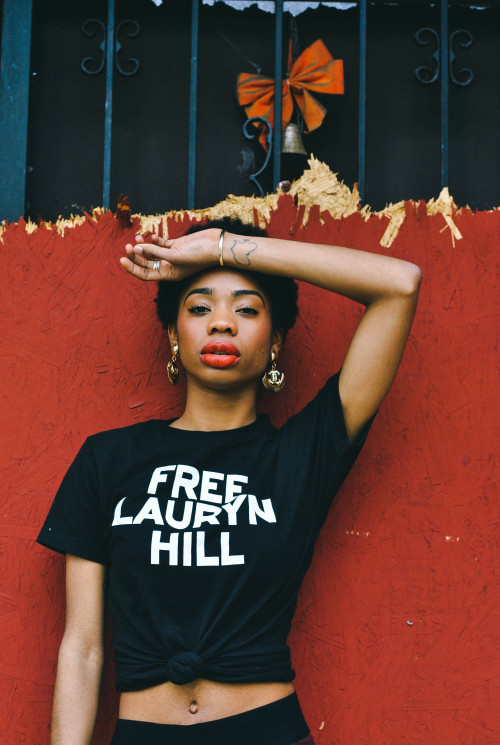reinaafricana:  that shirt, I need it.