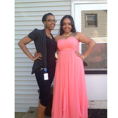 My favorite foolie niecey poo @_ganjaprincess_ is routing to Senior prom 😩. I love youu Loni! Turn up hun, turn up lol 😘