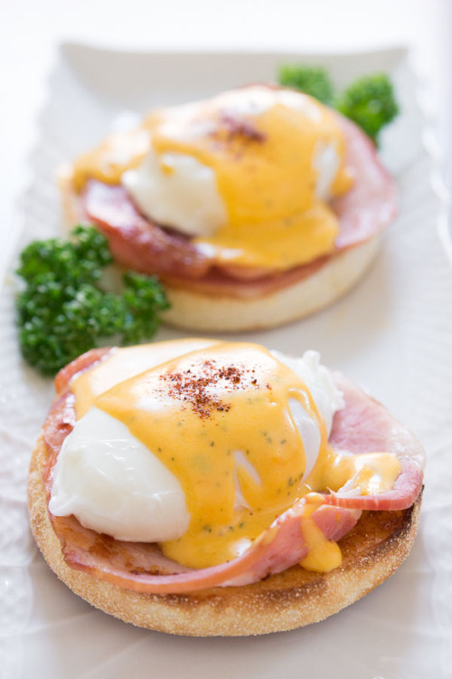 yummyinmytumbly:Best Eggs Benedict