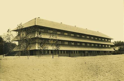 prairieschoolarchitecture:  John Lloyd Wright, Dunes Arcade Hotel, Chesterton, Indiana, 1933. later demolished