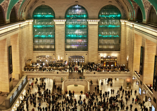 laughingsquid:  Improv Everywhere Stages Surprise Light Show at Grand Central
