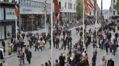 pardonmynorwegian:  Well, this was neat. Watch Karl Johans gate (Oslo's main street) transform right before your eyes during 17. mai celebrations! Video by Aftenposten.   Aftenposten