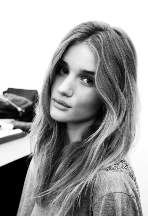 sweeet-escappe:  fraghile:  dragana-d:  Rosie Huntington Whiteley  perfection right there  🉐