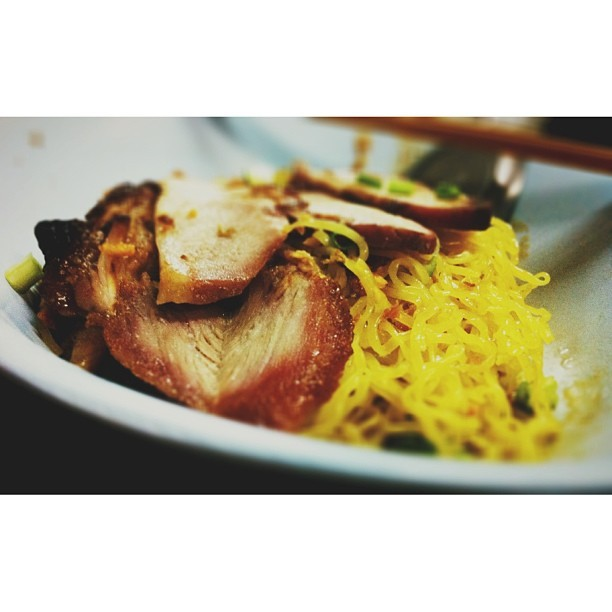 noodle eggs with roast red pork serve with soup #thaifood #thaistyle  (at บะหมี่เกี๊ยวบ้านไม้)