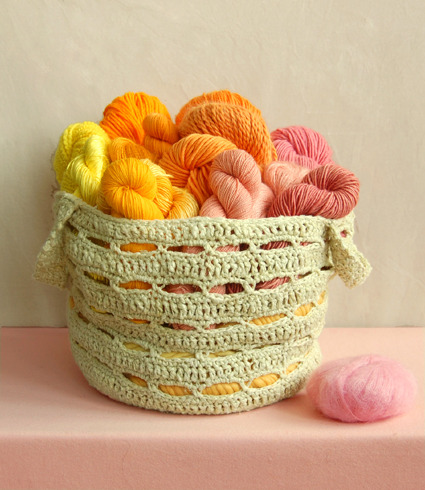 cajunmama:  (via Crocheted Stash Basket pattern- the purl bee)