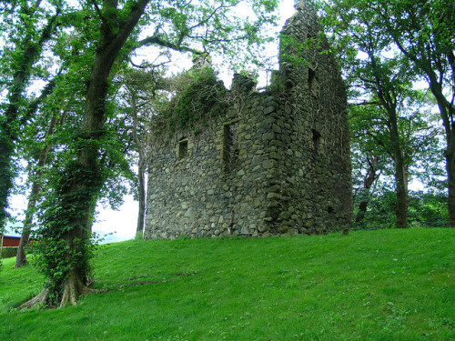 "archaicwonder:  Pinwherry Castle Pinwherry was a Kennedy property, and the builder of the castle is believed to have been John Kennedy of 'Banquarrie"". In 1648, the property came into the hands of John, Earl of Carrick, and later into the possession of the Pollock family. Pinwherry Castle, dating from the 16th century is an L-shaped tower house in Colmonell, South Ayrshire. by arjayempee"