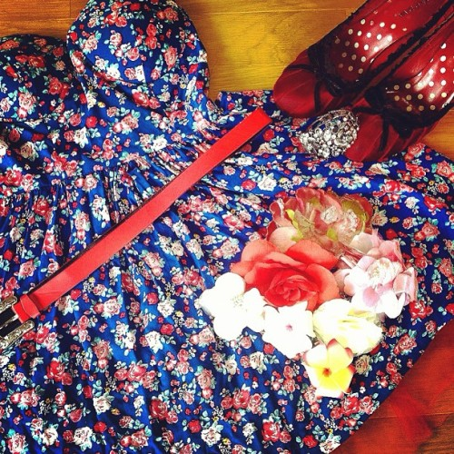 Soo late on #April #fashion #monthly pic. #floral #flower #cute #dress #style #seasonal #heels #red #blue #rose #roses #flowers #onepice #girly #casual #simple #date #japan #everyday #lace
