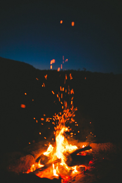 juliatrotti:  this weekend my friends and i made a big campfire in the mountains.