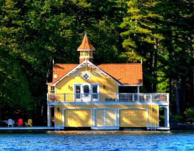bluepueblo:  Lake House, Muskoka, Ontario, Canada photo via  besttravelphotos