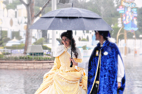 princesspaparazzi:  On February 8 it rained so hard that it eventually started to hail. Good thing that Belle's got her very own royal umbrella sharer.   THE CARPETS!And it's baby daddy no less!