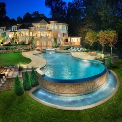 youngmunchkin:  I want a house like this…. http://happilyeverlaughter13.tumblr.com/