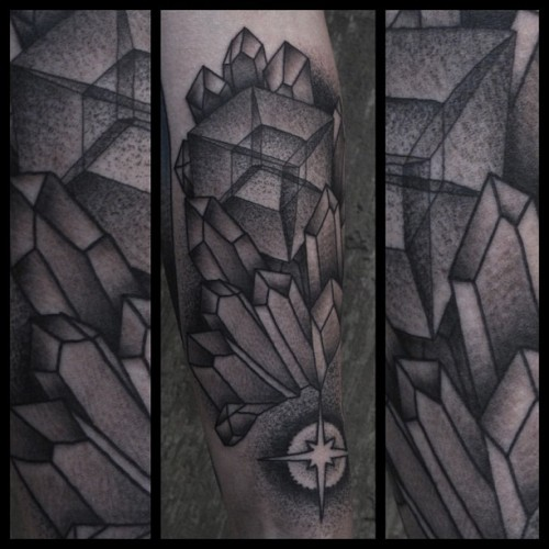 mohawktattoo:  Tesseract crystal nest on the super talented @snelgrove.