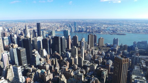 My first (no filter) shot from the 86th floor of The Empire State Building with the Galaxy Camera. I took tons of pics, so brace yourself, especially if you don't like heights. Surprisingly I didn't get weak in the knees. Maybe the coldness and awesome view distracted me. #empirestatebuilding #giwnyc #giwusa #giwtravel #nyc #newyork #nofilter at Empire State Building – View on Path.