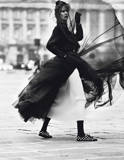 mycircleofsenses:  Karlie Kloss for Vogue Paris Photo: Lachlan Bailey