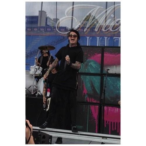 Credits X Falling In Reverse Argentina on Facebook