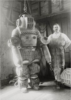 porcupineschool:  Chester E. McDuffee's patented diving suit