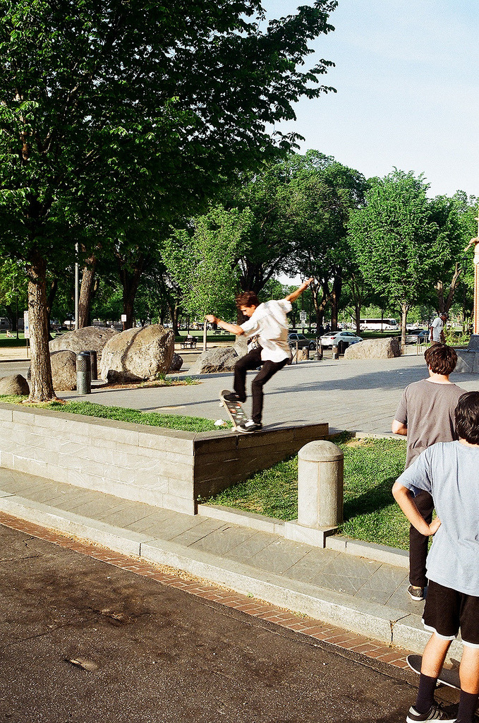 stinking:  Sean spicka noseblunt to street (by mohrisu)