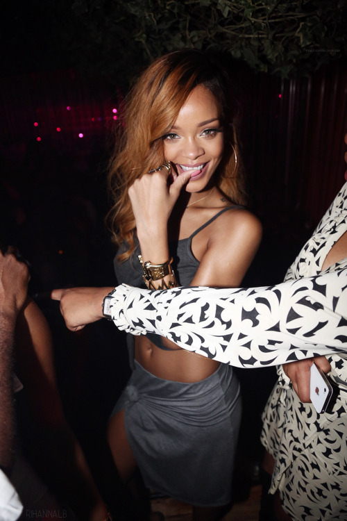 she's so cute aw rih