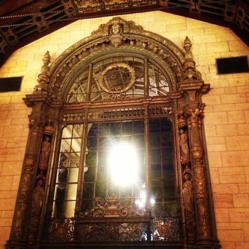Door. #architecture #cool #design #fancy #swanky #class #classy #wow #old #LA #hotel #bilton #millennium #fancy #pinkyout #ktcatcf #lights #glare #building #awesome #great #grand #details #detailed
