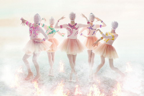 she-was-once-innocent:  Momoiro Clover Z  -「Neo STARGATE」 ももいろクローバーZ「Neo STARGATE」