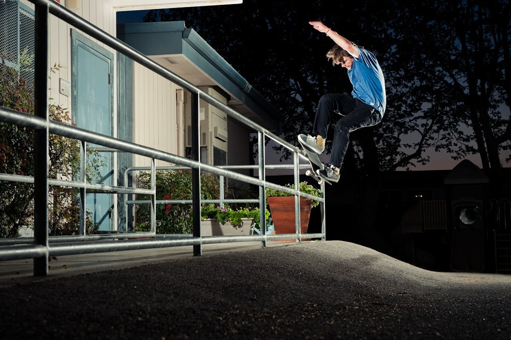 Billy Davenport frontside smith form this months BL!SS magazine