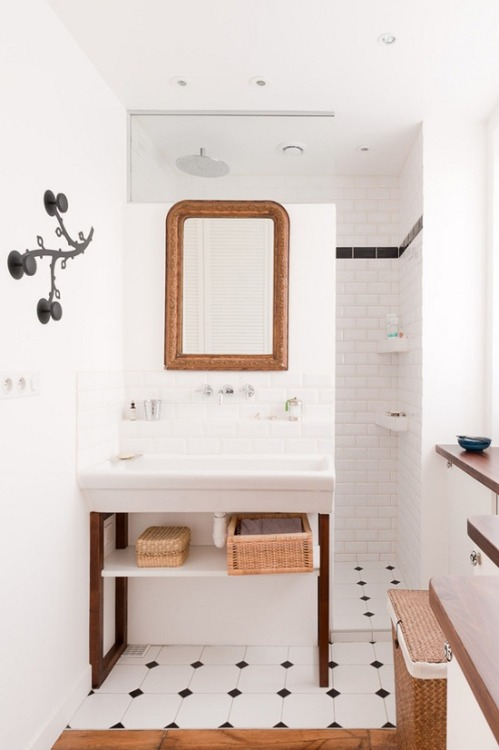 Compact bathroom makes a creative use of limited space (via Bathrooms /)