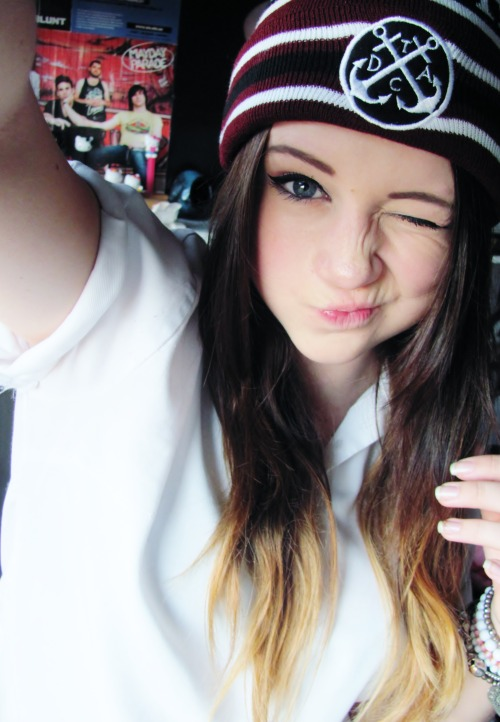 bringmigoreng:  uniicore:  New dtac beanies are ace \m/  wOW RACHEL IS STUNNING