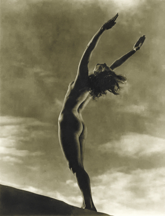 treadmill-to-oblivion:  From Leni Riefenstahl's 1938 film Olympia.