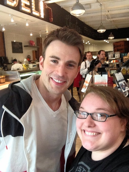 cassmoaka:  Chris Evans came into my work today :D  alsfkha;lksfhkalfhklafs that's beyond awesome!