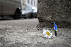 Artist Slinkachu | Posted by devidsketchbook.com